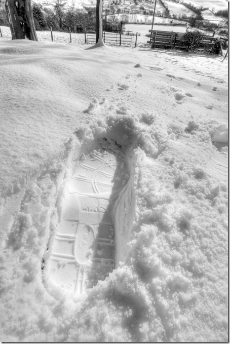 making an impression footprint in snow