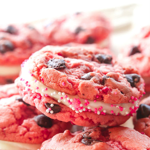 Strawberry Chocolate Chip Oreos