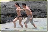 megan-fox-brian-austin-green-kiss-in-kona-12