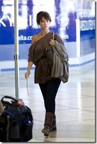 tn-JenniferLoveHewittdepartsfromLAXAirport001
