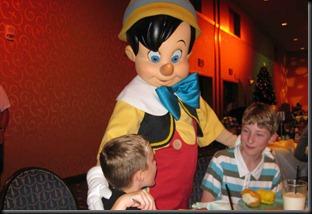 Christmas-in-Disneyland-025