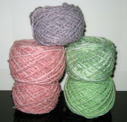 ChemKnits: Dyeing Wool-Ease Yarn with Food Coloring - 4