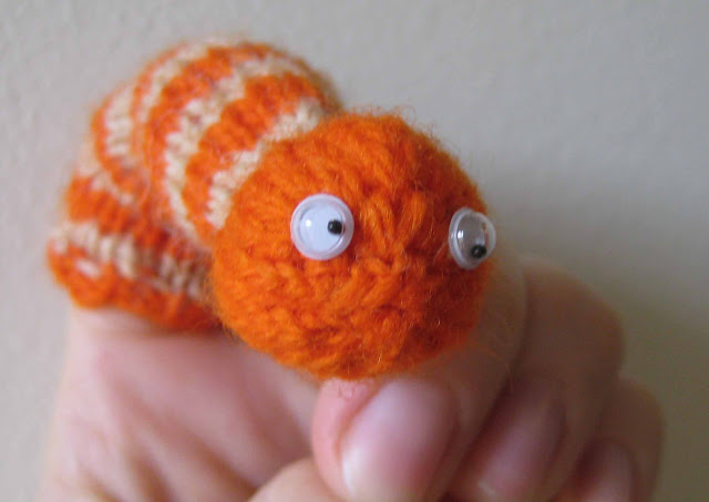 Chemknits Worm Finger Puppet Knitting Pattern