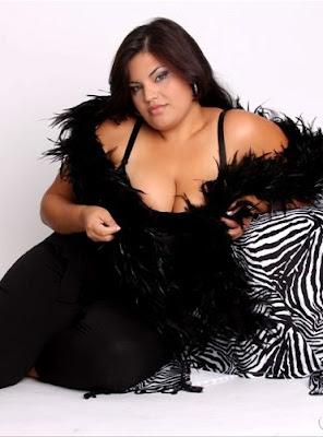 Daine Paes Plus Size Model gordinha gostosa sexy