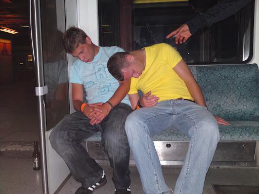 Party-Touristen, die sich etwas zuviel zugetraut haben