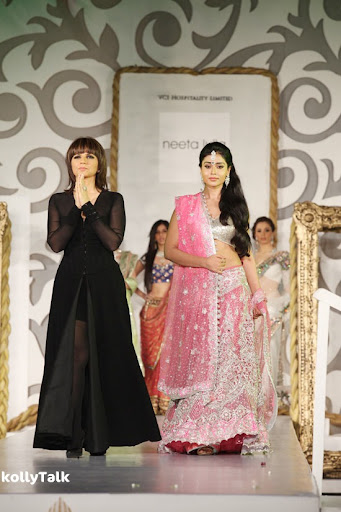 Shriya Saran Ramp Walk Stills 3