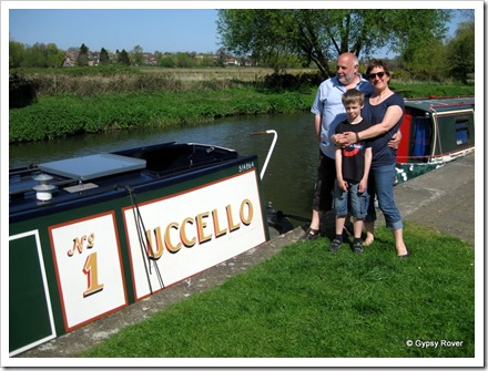 Travelling buddies Derek & Carrie with grandson Aden. Moored at the end of the Wet navigation.