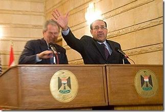 Bush, il lancio delle scarpe del giornalista iracheno 3