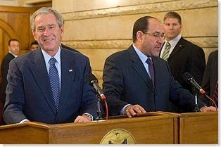 Bush, il lancio delle scarpe del giornalista iracheno 9