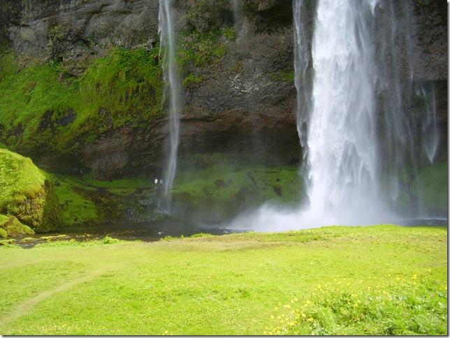 8seljalandsfoss-waterfall