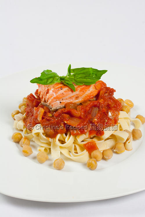 Salmon Pasta with Tomato Chickpea Sauce01