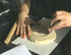 تشكيل الطين فى قوالب الجبس