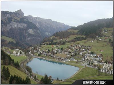 眺望阿爾卑斯山麓