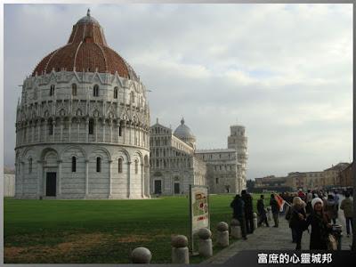 義大利托斯卡納省比薩城奇蹟廣場