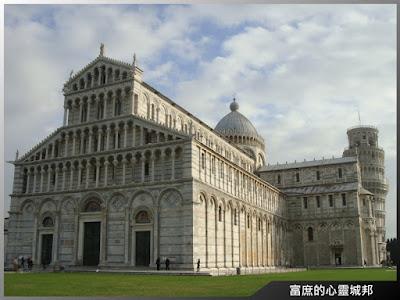 比薩大教堂和比薩斜塔