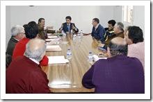Un momento de la reunión de José Fuentes (centro) con ediles y alcaldes pedáneos.