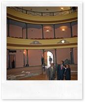 Las autoridades, en plena visita a las obras del Teatro Municipal.