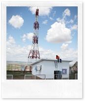 Un técnico, en el repetidor de Abertis Telecom en el cerro de Santa Brígida, durante los trabajos de instalación de la TDT nacional.