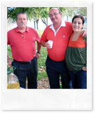 El alcalde de Almodóvar del Campo, a la izquierda, junto al presidente del Consejo en el transcurso del encuentro gastronómico.