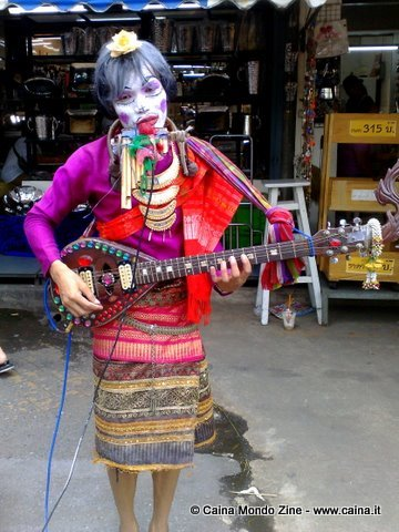 ladyboy folk singer