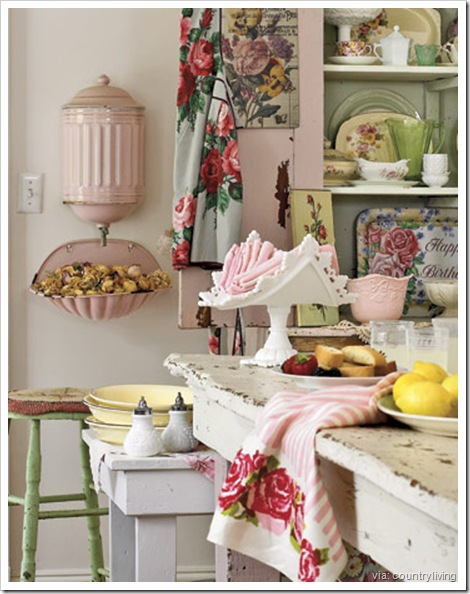 kitchen-shabby-pink-green-htourss0507-de-country-living