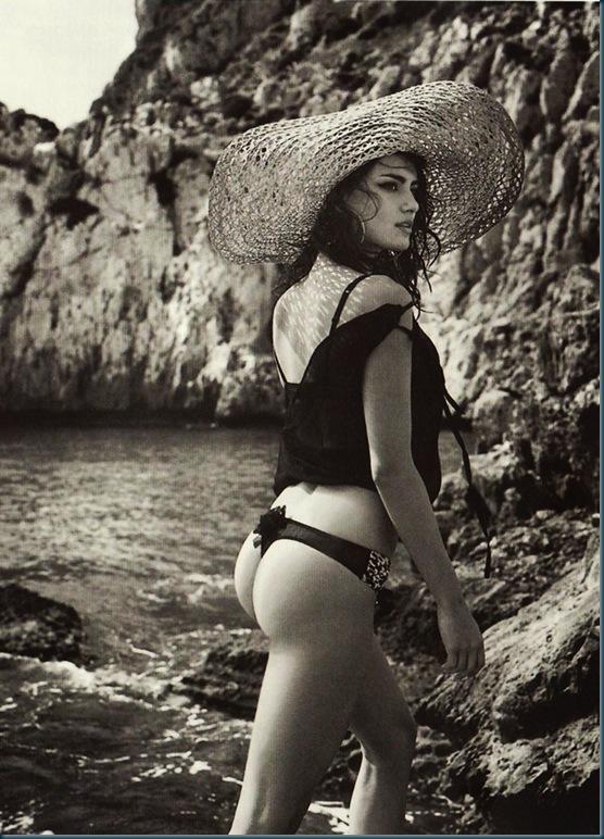Catrinel-Menghia-Bella-Diva-3-1024x1021