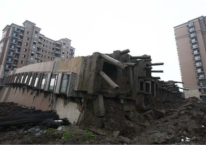 上海13层在建楼倒塌1人死