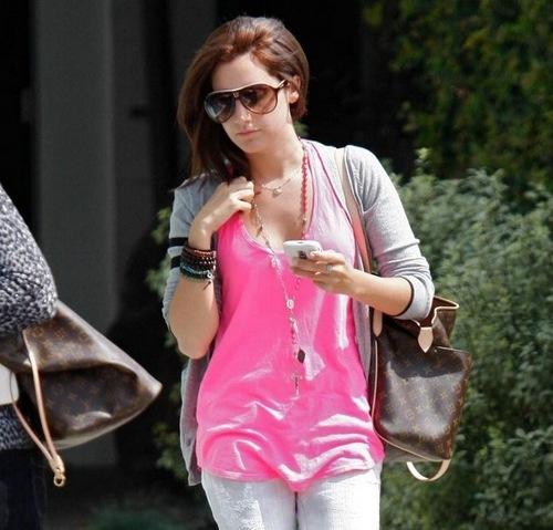 Ashley Tisdale cambia de look
