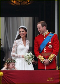 kate-middleton-prince-william-royal-wedding-first-kiss-06