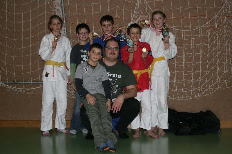 Unsere erfolgreichen Kämpfer mit Trainer Alex