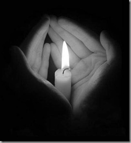 свеча в ладонях