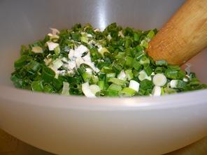 Зелёный лук с солью