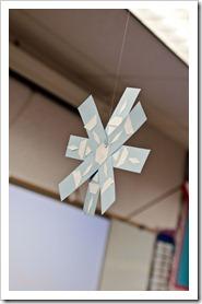 symmetrical snowflakes1