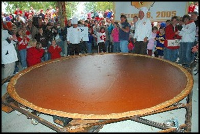 20071122-Worlds_Largest_Pumpkin_Pie_2