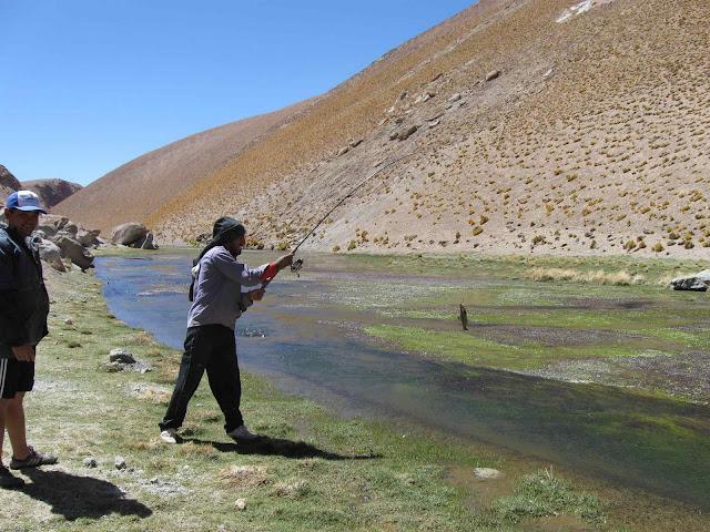 LEJARRETA EN LOS ANDES (2009) 29.pescando%20truchas%20en%20rio%20de%20los%20patos