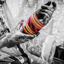 Bangles by Irfaan Hussein - Wedding Details ( henna, mehendi, black and white, wedding, colors, beautiful, bangles, bride )