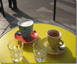 Table jaune 2 tasses