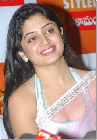 Poonam Kaur (21)