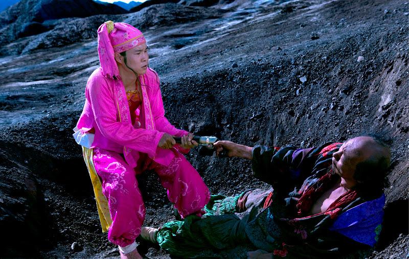 Xiao Shenyang as Li and Ni Dahong as Wang in Zhang Yimou's A Woman, a Gun and a Noodle Shop