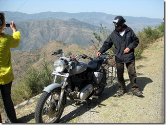 To Manali - 03 - Bruce and Enfield