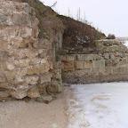 Фрагменты остатков укреплений на Константиновской батарее