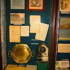 Витрина с экспонатами об основании музея в экспозиции Николаевского краеведческого музея