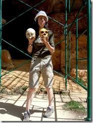 Paleontóloga dando una magistral                                                                explicación
