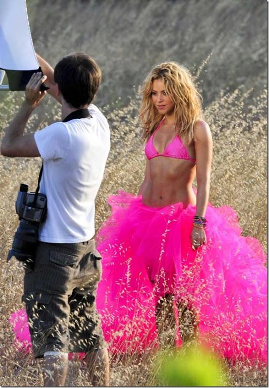 Shakira de biquíni rosa (3)