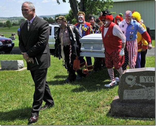 Pallhaços no funeral (8)