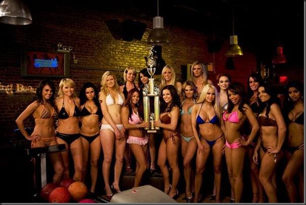 Campeonado de boliche com garotas de biquíni (9)