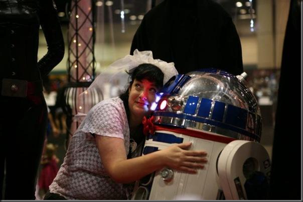 Mulher se casa com um robô (1)