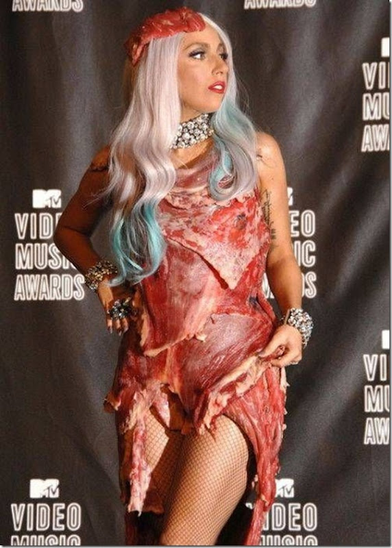 Lady Gaga e seu vestido feito de Carne (7)