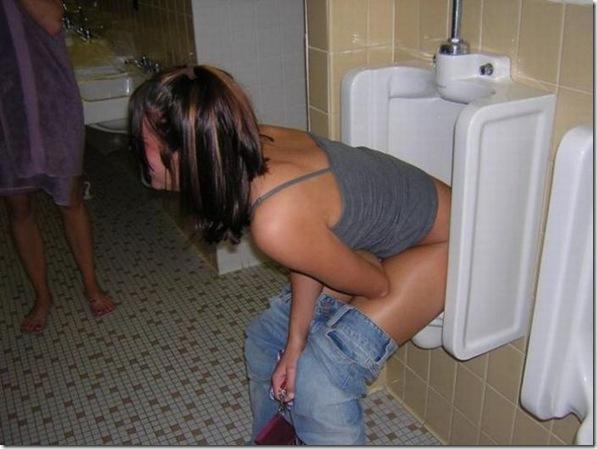 Garotas no banheiro masculino (15)