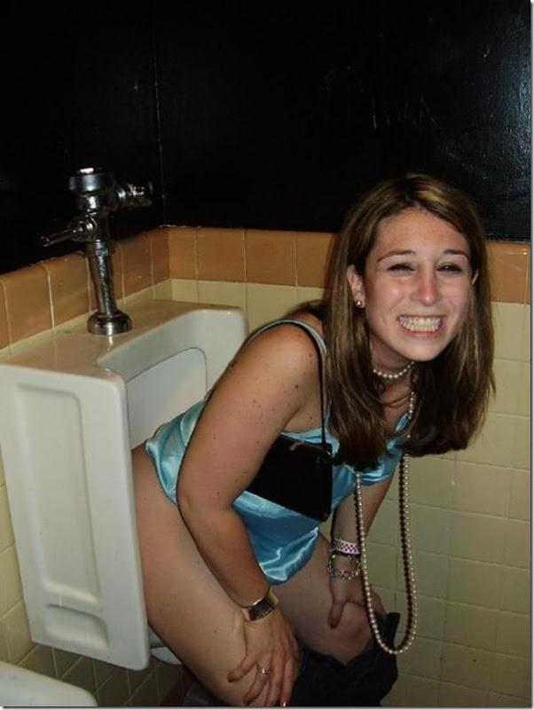 Garotas no banheiro masculino (4)